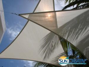 Double voile d'ombrage protégeant du soleil et de l'éblouissement