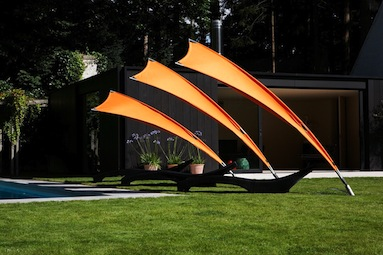 Rimbou Venus : parasol flexible à voile solaire dans un jardin