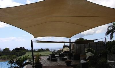 Voile d'ombrage sur une terrasse design